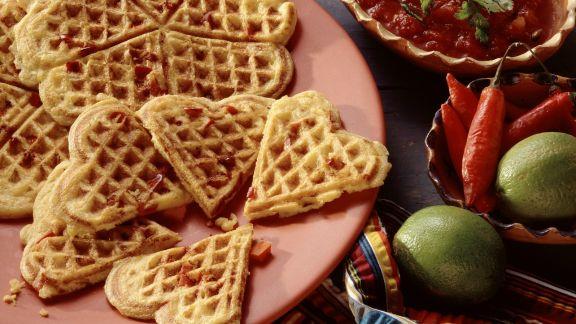Rezept: Herzhafte Maiswaffeln mit Paprikagemüse
