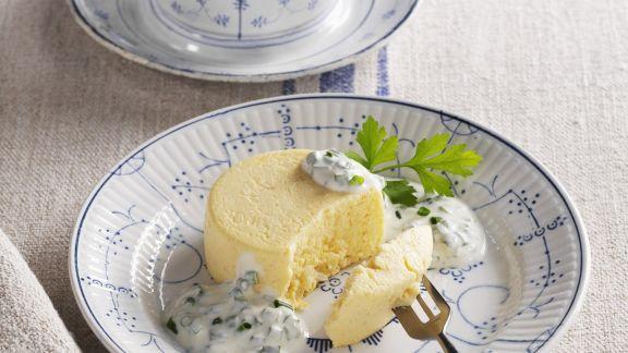 Rezept: Herzhafter Petersilienwurzel-Pudding mit Schnittlauchdip