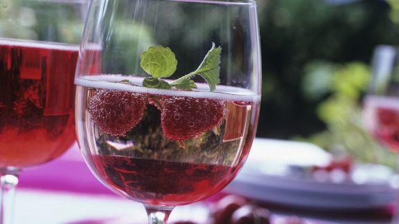 Rezept: Himbeer-Prosecco mit Sirup