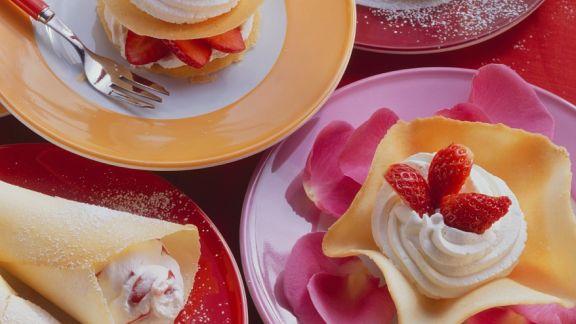 Rezept: Hippen mit Schlagsahne und Erdbeeren