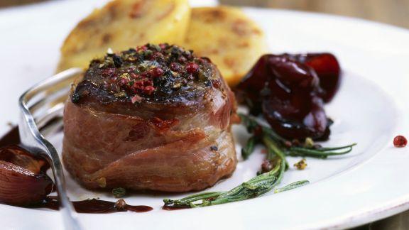 Rezept: Hirschkalbsrücken mit Pfeffer dazu Rotweinschalotten