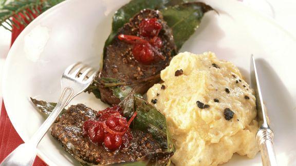 Rezept: Hirschmedaillons mit Cranberries und Trüffel-Kartoffelpüree