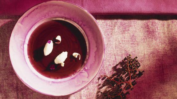 Rezept: Hollersuppe mit Eischneenocken