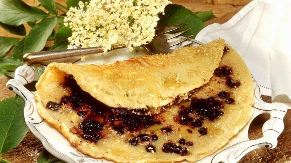 Rezept: Holunderbeeren-Pfannkuchen mit Sesam