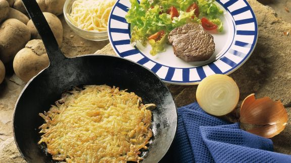 Rezept: Hüftsteak mit Kartoffelrösti und Beilagensalat