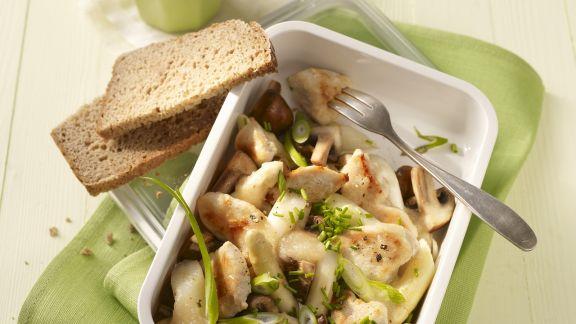 Rezept: Hühnchenbrust mit Champignons, Spargel und Lauchzwiebeln