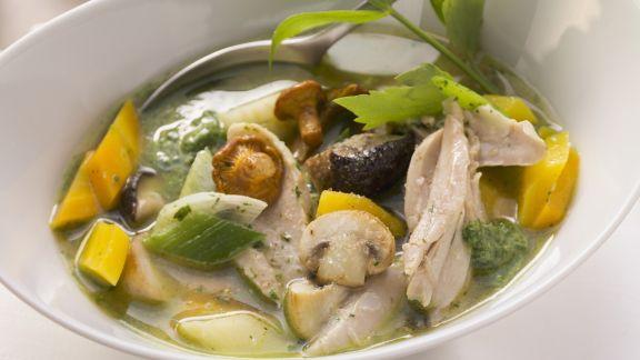 Rezept: Hühnersuppe mit Pilzen und Gemüse