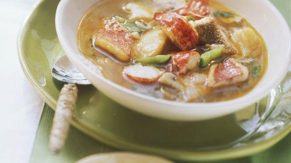 Rezept: Hummerschwänze in Fischsuppe mit Zuckerschoten
