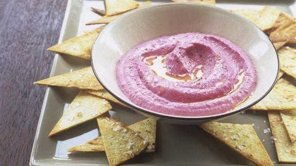 Rezept: Hummus mit roter Bete dazu Nachos