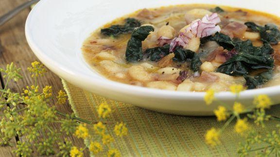 Rezept: Italienische Bohnensuppe mit Schwarzkohl