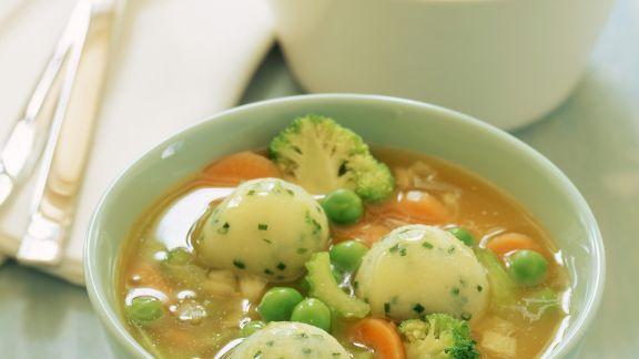 Rezept: Italienische Gemüsesuppe mit Kartoffelbällchen