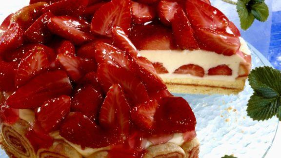 Rezept: Joghurttorte mit Erdbeeren