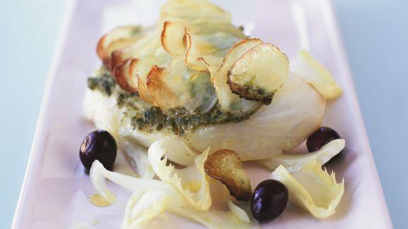 Rezept: Kabeljau mit Kartoffelhaube, Pesto und Oliven