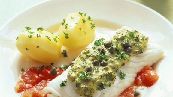 Rezept: Kabeljau mit Kräuterhaube, Kartoffeln und Tomatensoße