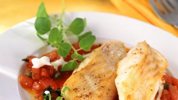 Rezept: Kabeljaufilet in Kapern-Tomaten-Sugo