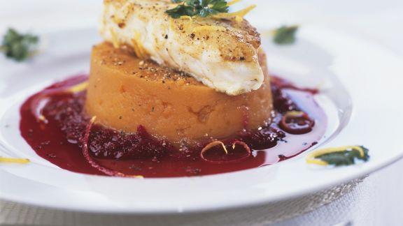 Rezept: Kabeljaufilet mit Püree aus Süßkartoffeln dazu Rote-Bete-Soße