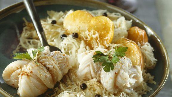 Rezept: Kabeljaurouladen mit Sauerkraut, Kartoffeln und Kren
