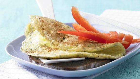 Rezept: Käse-Omelett auf Vollkornbrot