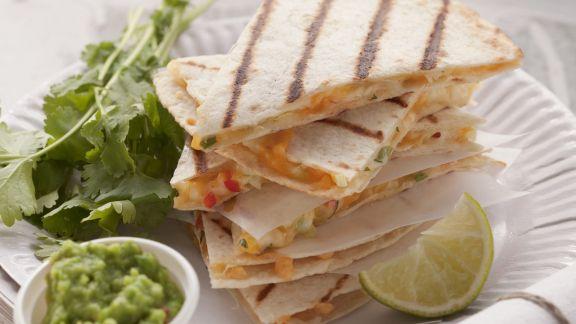 Rezept: Käse-Tortillas mit Erbsencreme