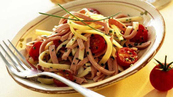 Rezept: Käse-Wurst-Salat mit Tomaten