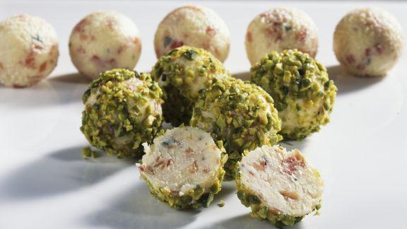 Rezept: Käsebällchen mit Pistazien
