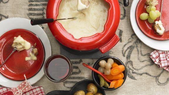 Rezept: Käsefondue mit Brot, Kartoffeln und Gemüse