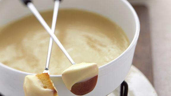 Rezept: Käsefondue mit Brot und Apfel