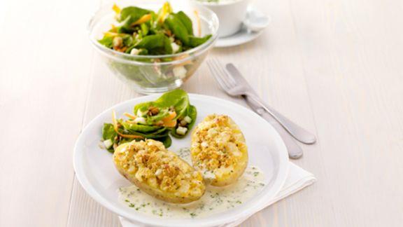 Rezept: Käsekartoffeln mit Spinatsalat