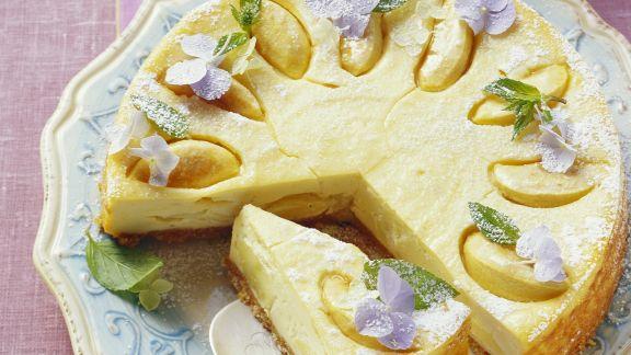 Rezept: Käsekuchen mit Äpfeln und Krümelboden