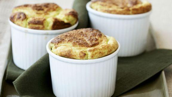 Rezept: Käsesoufflé mit Spinat