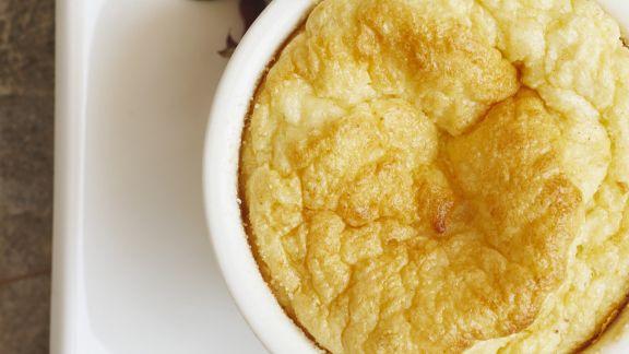 Rezept: Käsesoufflee und Salat mit Pekannüssen und Granatapfel