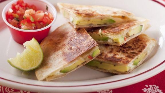 Rezept: Käsetortilla mit Avocado und Tomatendip