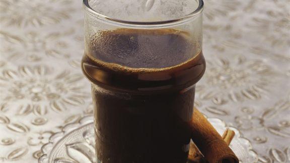 Rezept: Kaffee nach marokkanischer Art mit Kardamom und Zimt