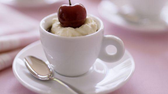Rezept: Kaffeemousse mit Kirsche