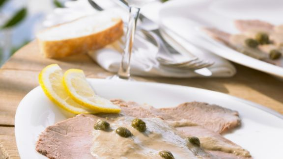 Rezept: Kalbsfleisch mit Kapern-Thunfisch-Soße (Vitello tonnato)