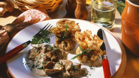 Rezept: Kalbsgeschnetzeltes und Crêpe-Päckchen mit Pilzen
