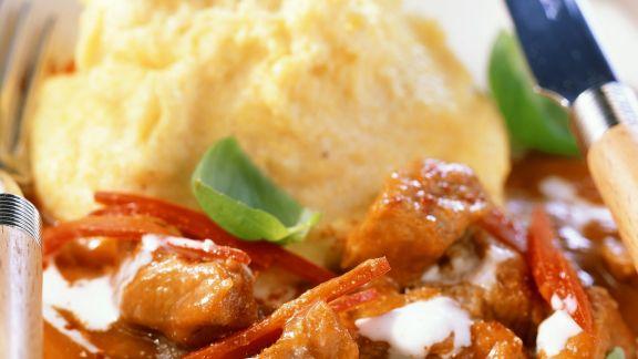 Rezept: Kalbsgulasch mit Polenta