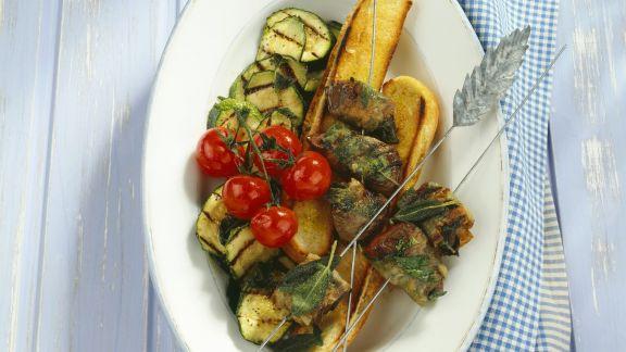 Rezept: Kalbsleber mit Pancetta, Röstbrot und Gemüse