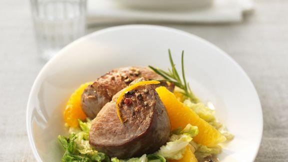 Rezept: Kalbsmedaillons mit Orangen-Chinakohl-Gemüse