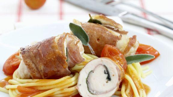 Rezept: Kalbsroulade im Schinkenmantel auf Spaghetti