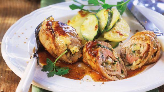 Rezept: Kalbsroulade und Kartoffelgratin mit Zucchini