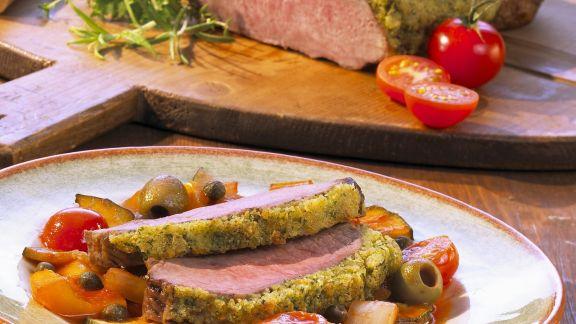 Rezept: Kalbsrücken mit Kräuterhaube und Ratatouille-Gemüse