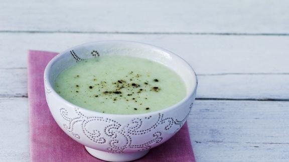 Rezept: Kalte Gurkensuppe mit Pfeffer