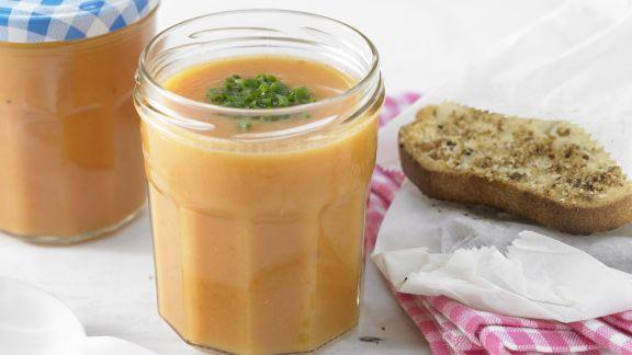 Rezept: Kalte Süßkartoffelsuppe mit Tomaten