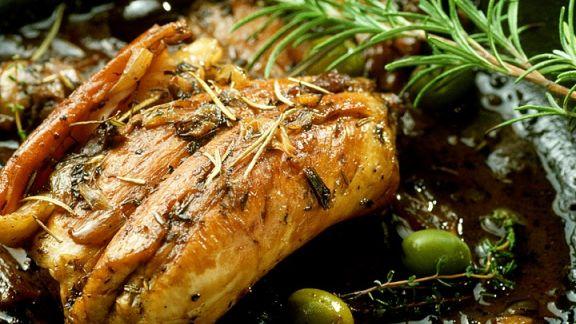 Rezept: Kaninchen mit Kräutern und Oliven