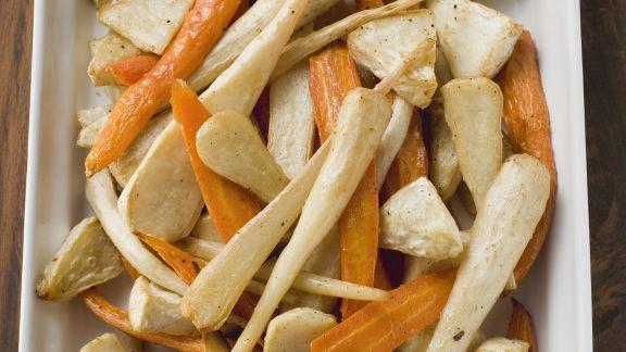 Rezept: Karotten, Pastinaken und Sellerie aus dem Ofen