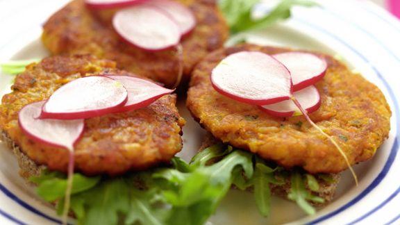 Rezept: Karottenbratlinge mit Radieschen