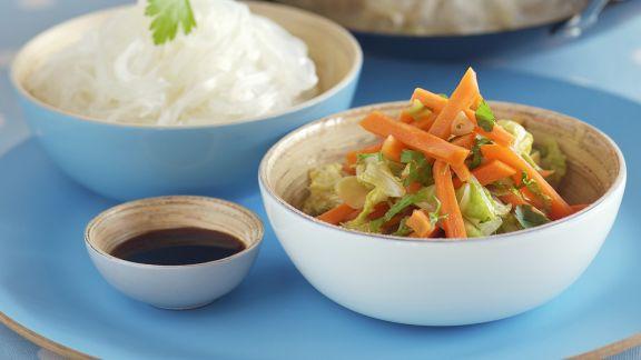 Rezept: Karottengemüse aus dem Wok mit Glasnudeln