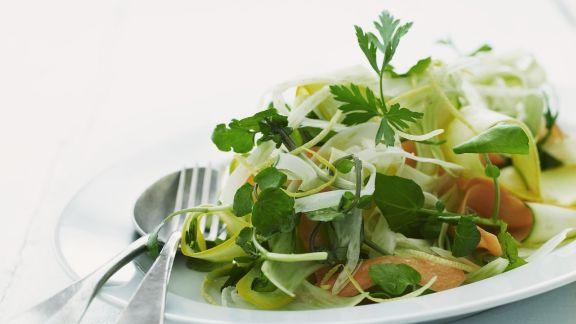 Rezept: Karottensalat mit Zucchini