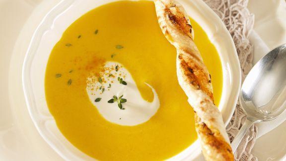 Rezept: Karottensuppe mit Knabberstange